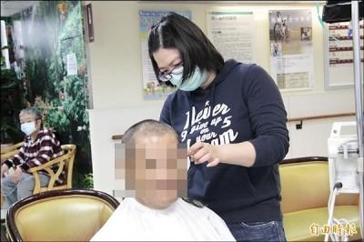 [新聞] 剪刀手林雅卿 癌症病房義剪3年