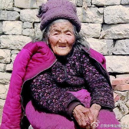 [新聞] 112歲老太頭髮由白變黑的秘密