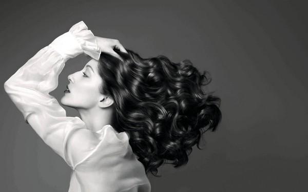 [新聞] 千萬別拔白頭髮!用這招解決一根白毛問題