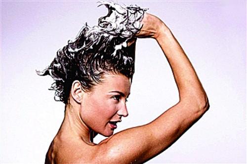 [新聞] 头发到底该不该天天洗?