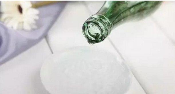 [新聞] 洗頭髮的水裡加了這個東西,頭髮可以一直柔順亮澤下去!