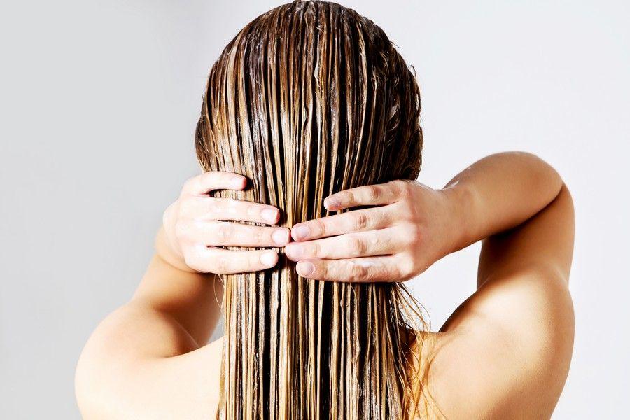一抹就滑順!ㄚ雜頭髮再見了…用護髮油終結打結、分岔、枯黃髮質!